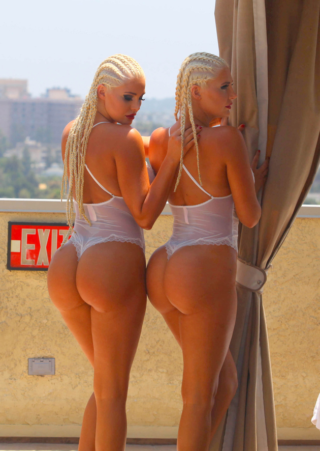 sexy blondes twins nude